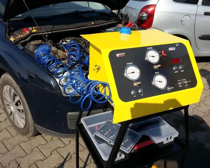 Płukanie układu wtryskowego i czyszczenie zbiornika paliwa można przeprowadzić za pomocą urządzenia lub podawać chemię JETCHEM do zbiornika i filtra paliwa